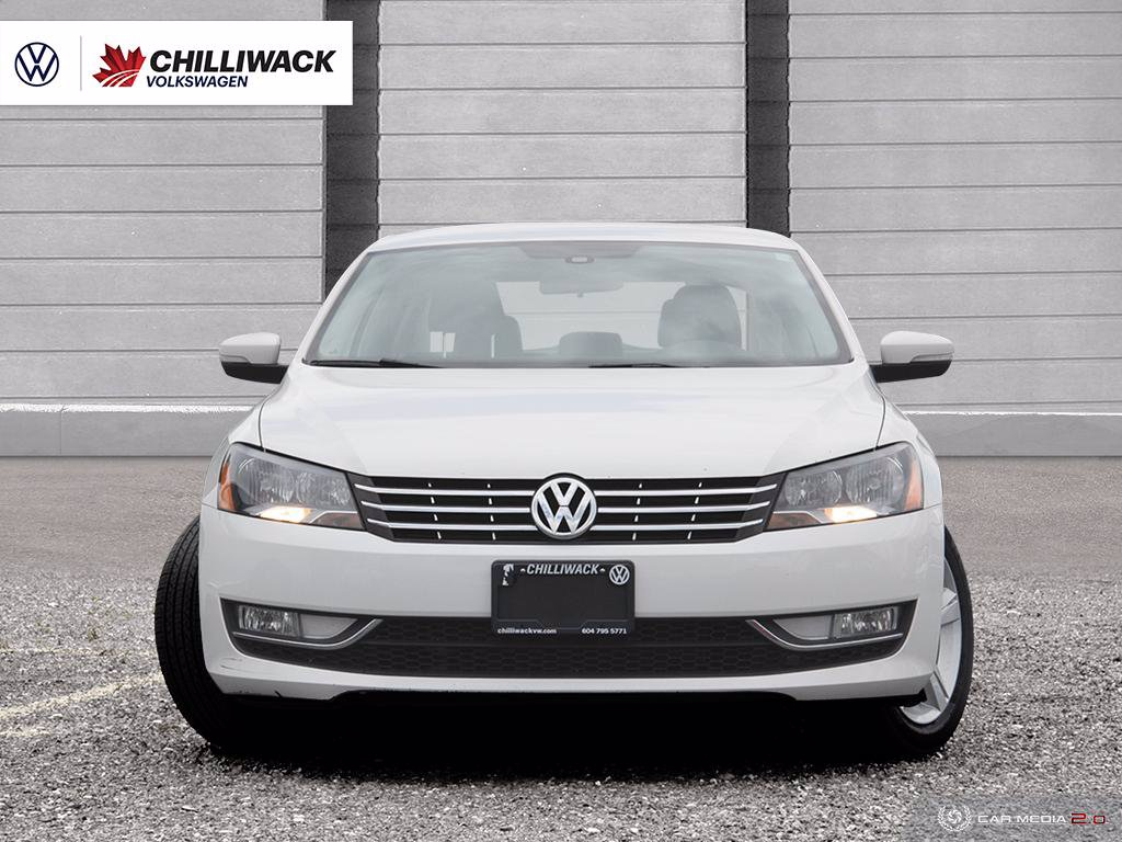 Pre-Owned 2013 Volkswagen Passat TRENDLINE 2.0L TDI, 6SPD AUTOMATIC | SAVE ON GAS! | HEATED SEATS, BLUETOOTH & MORE!